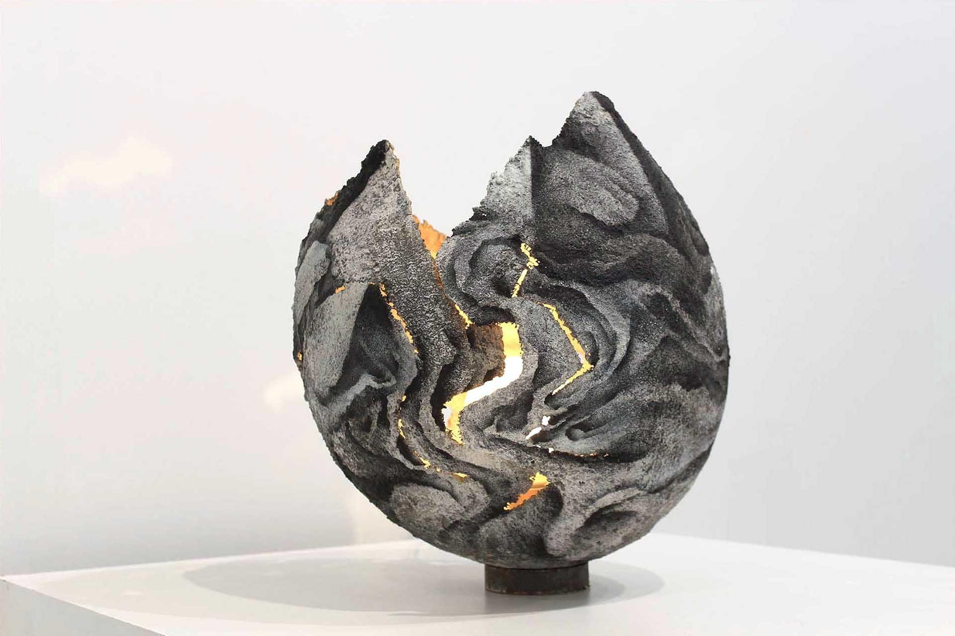 roubens-sanzache-contemporary-abstract-organic-vegetal-dynamic-art-graffiti-paint-sculpture-concrete-lighting-egg_25